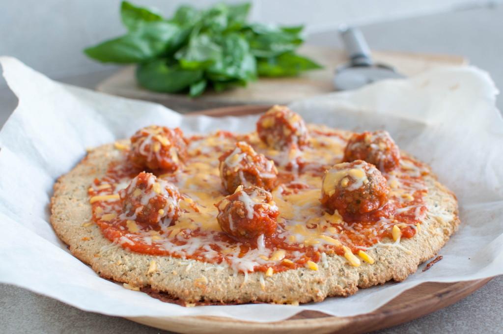 cashewnøttpizza med kjøttbollar