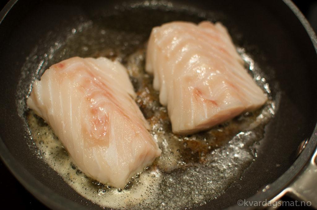 Steikt torsk med søtpotetstappe og eggesmør