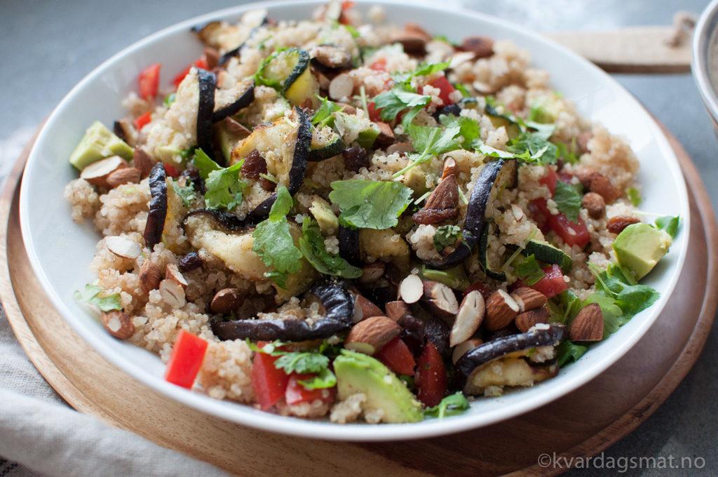 quinoa salat med smak av marokko