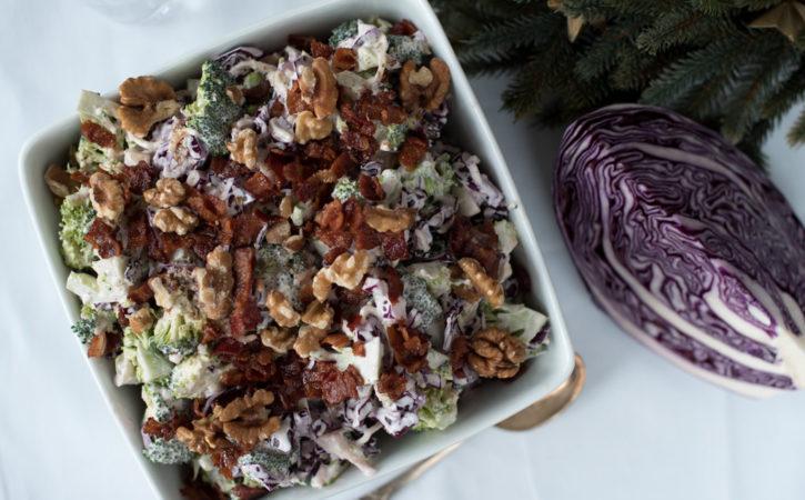 brokkolisalat med rødkål og tranebær