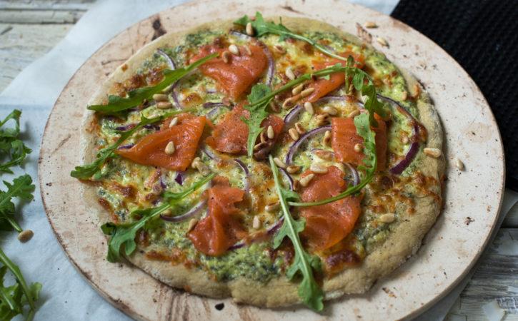 kvit pizza med røykalaks