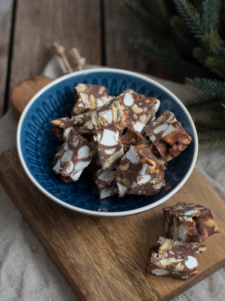Rocky Road Fudge med peanøtter