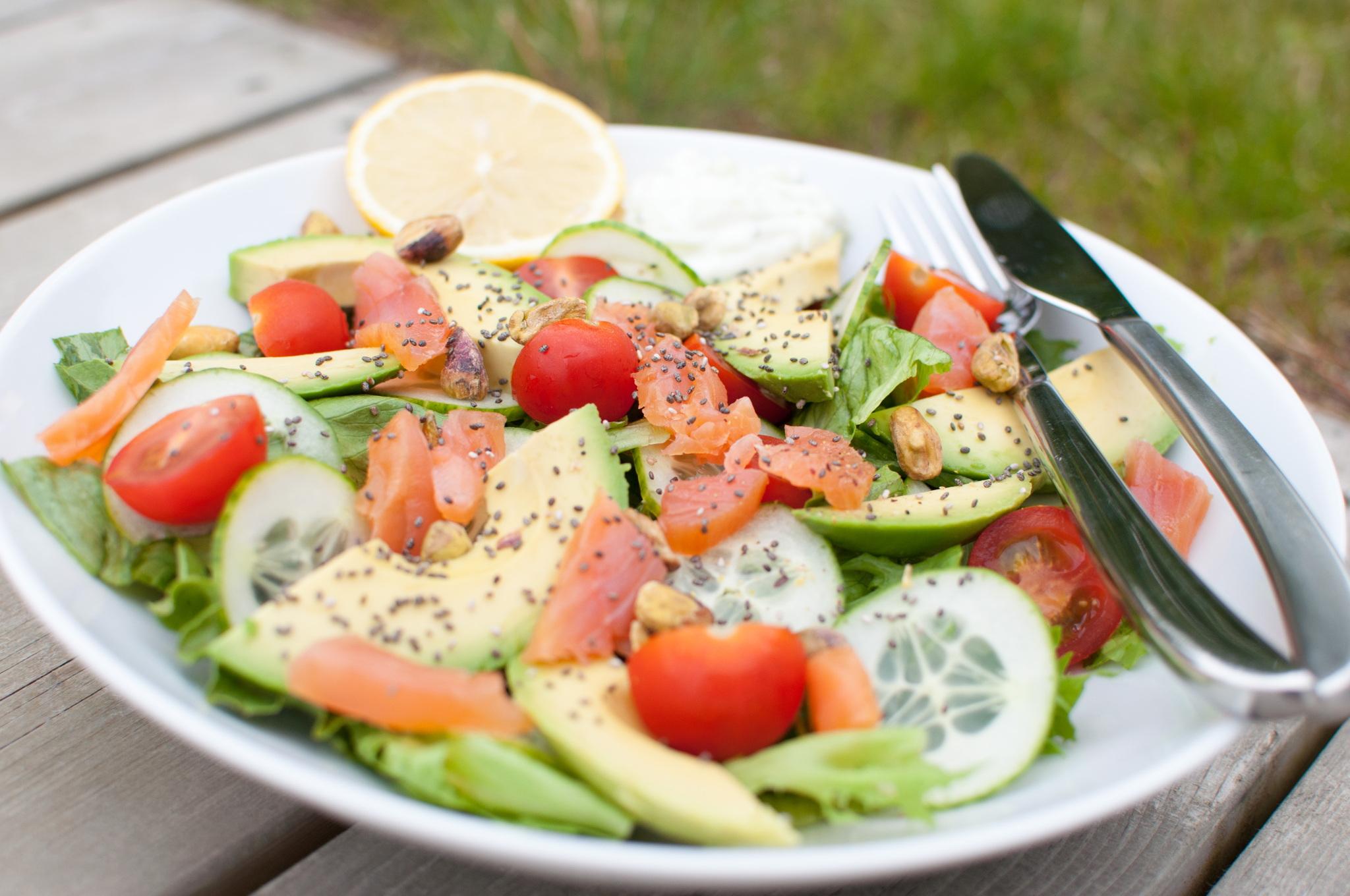 Avocado og røykalaks-salat