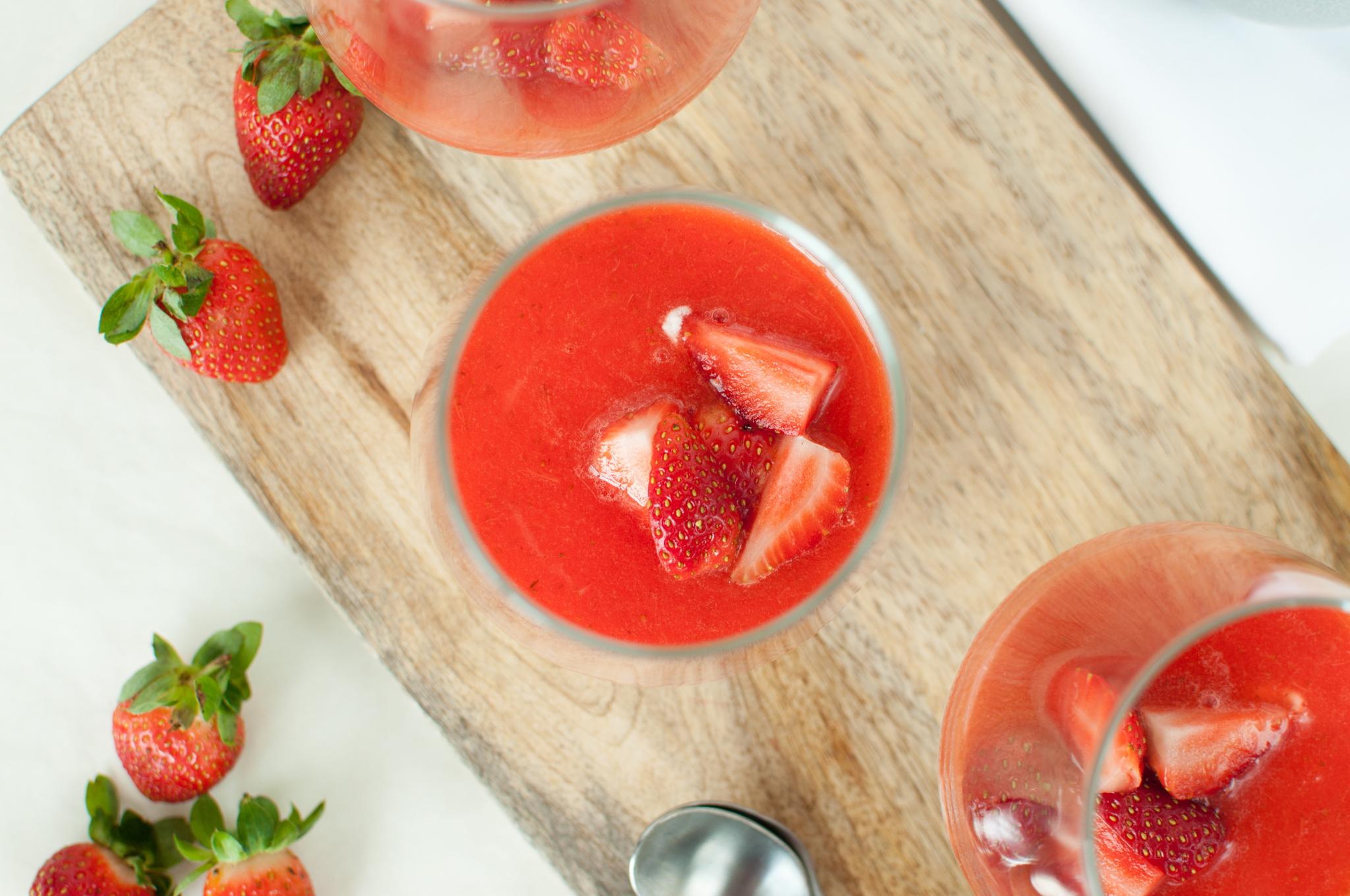 Yoghurt-Panna Cotta med jordbærsaus