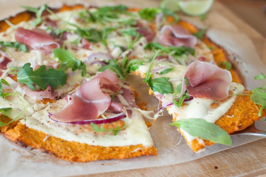 Søtpotetpizza med kvit topping
