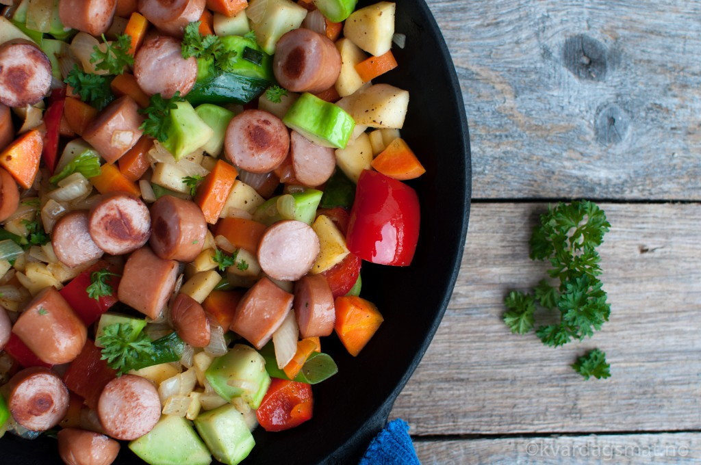 pytt i panne pølser rotgrønsaker