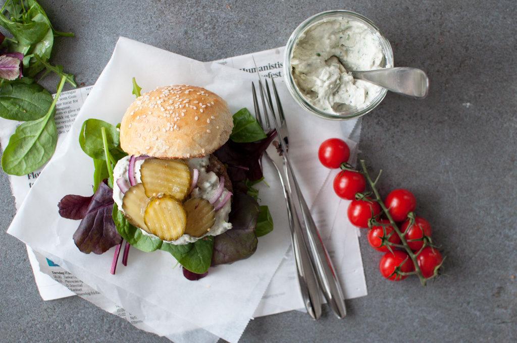 hamburger med kefirblåmuggdressing