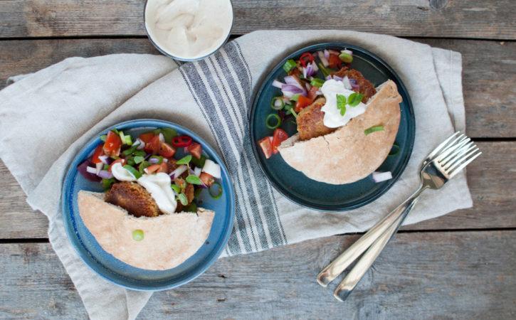falafel i pitabrød med dressing