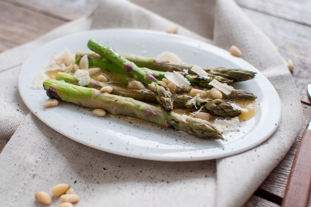 asparges pinjekjerner parmesan