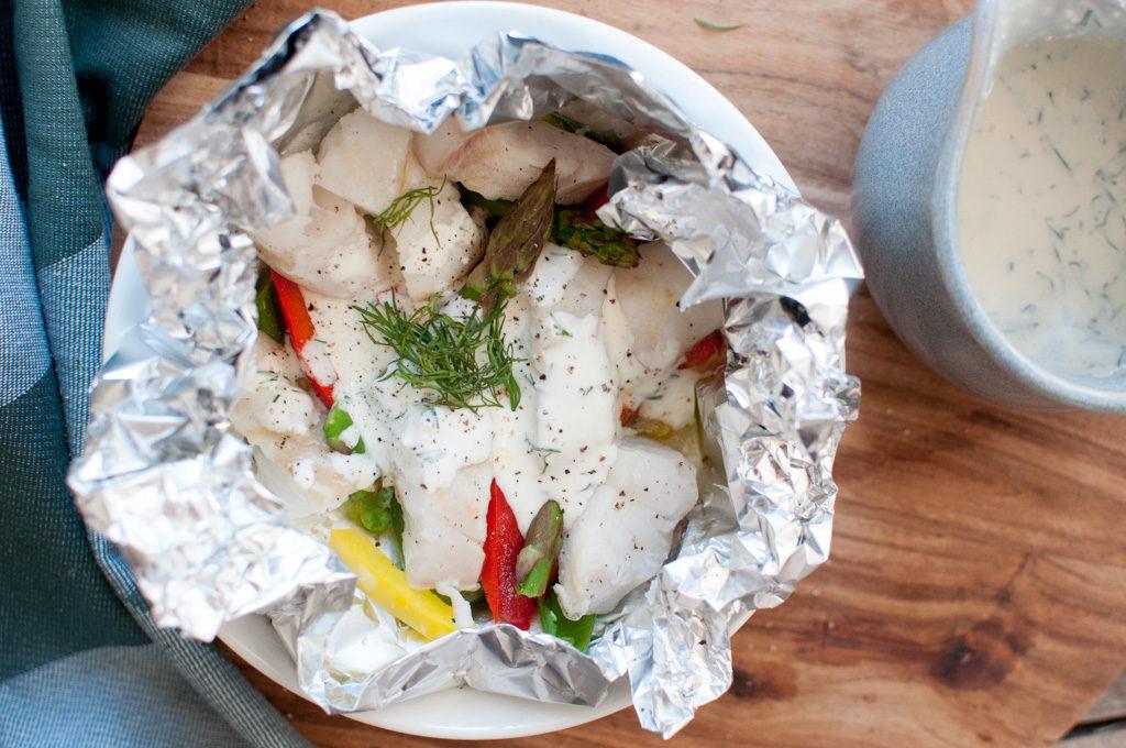 fiskepakke med torsk og grønsaker