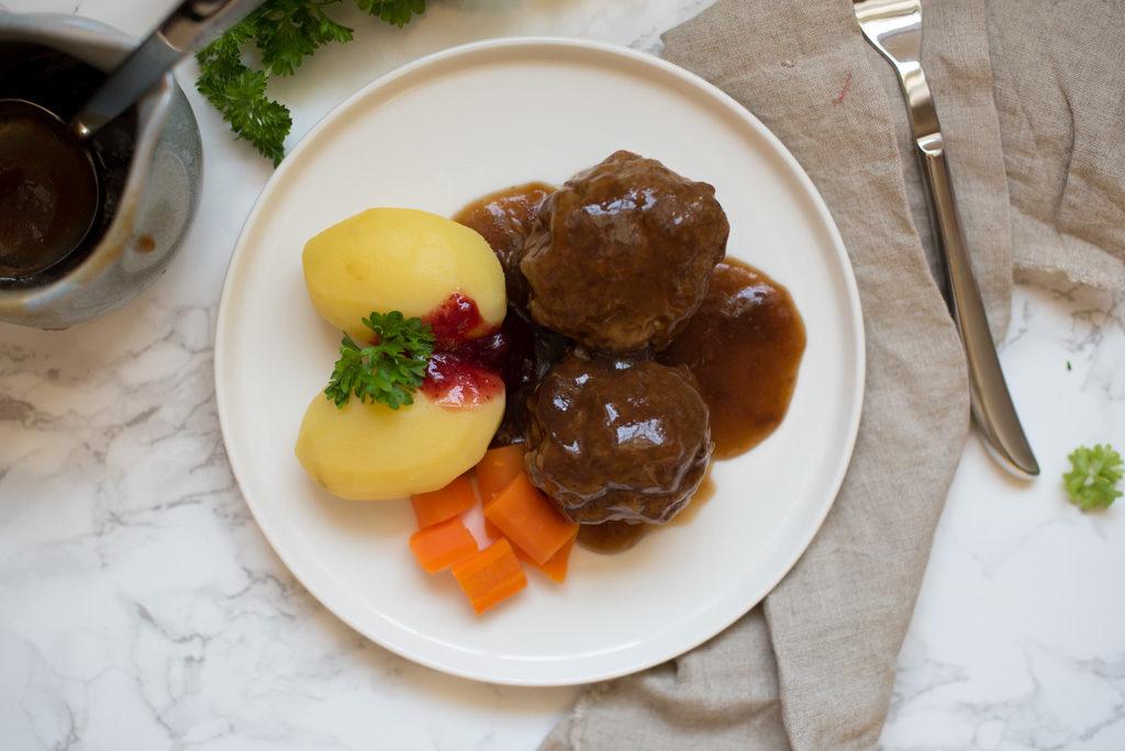 kjøtkaker i brun saus