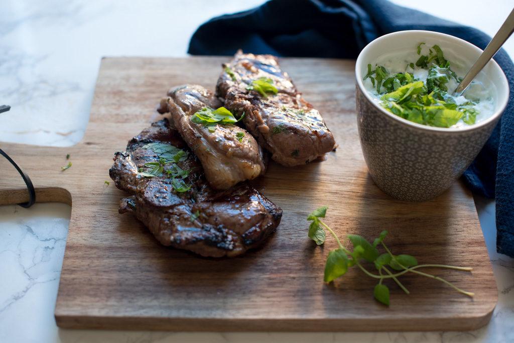 grilla lammekotelettar med myntedressing