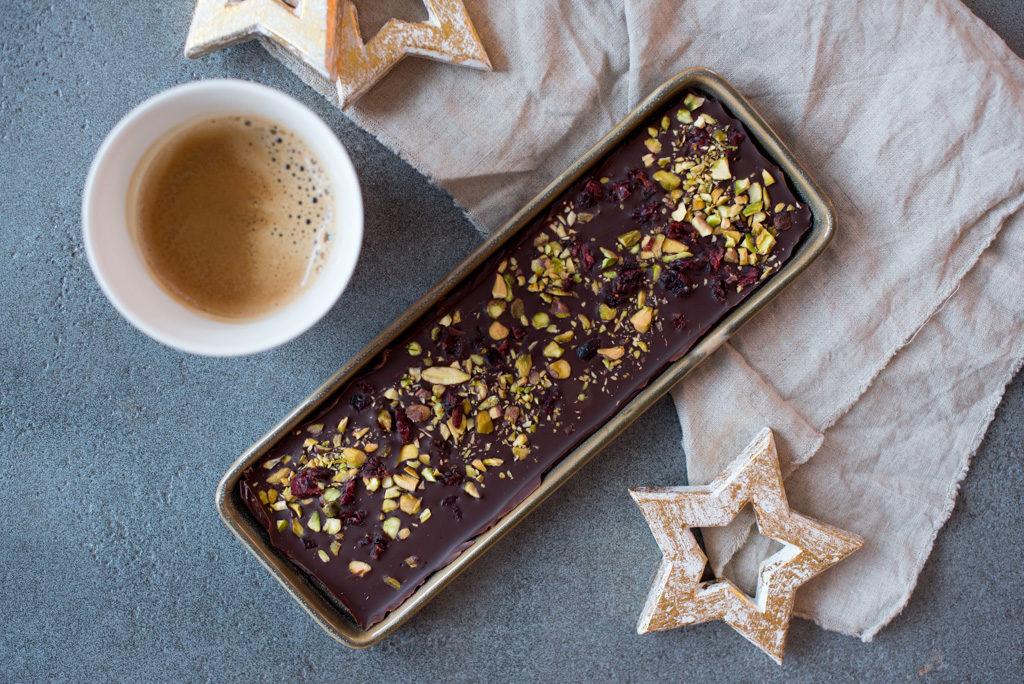 Sjokolade med pistasjenøtter og tranebær