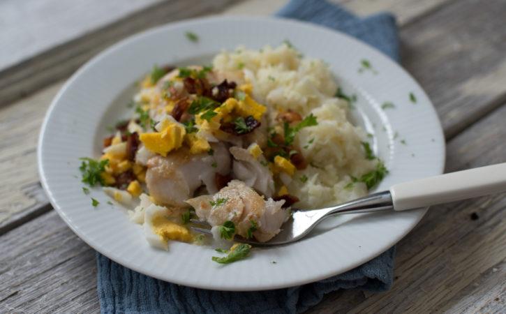 Steikt torsk med bacon, eggesmør og blomkålpuré