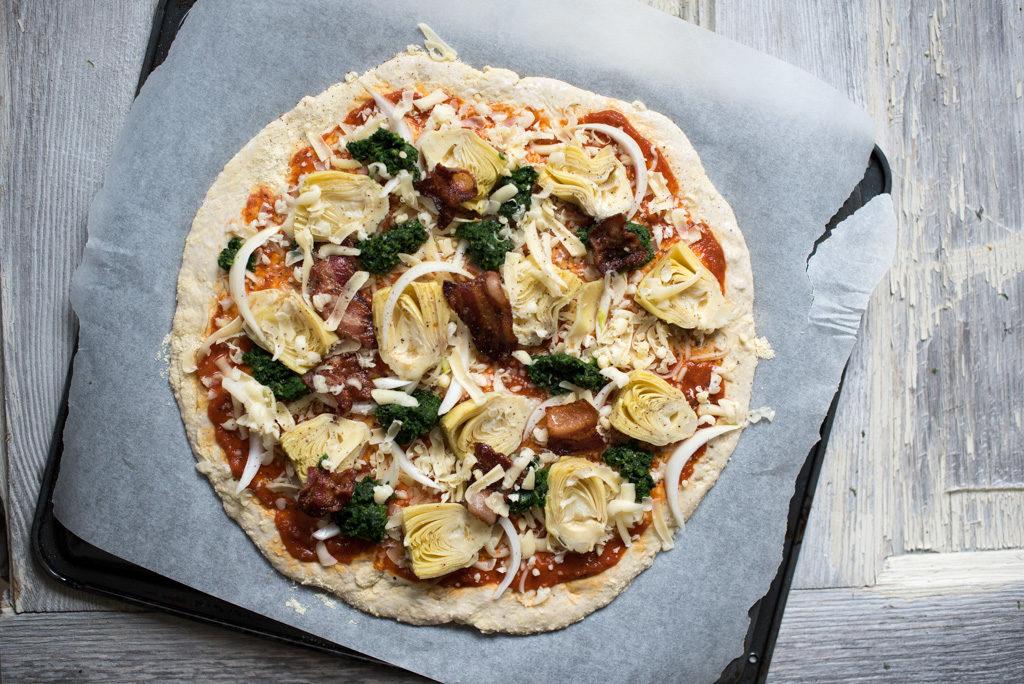 glutenfri pizza med artisjokk og spinat