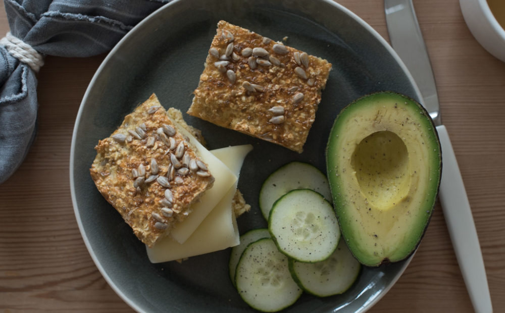 langpannebrød med havregryn og cottage cheese