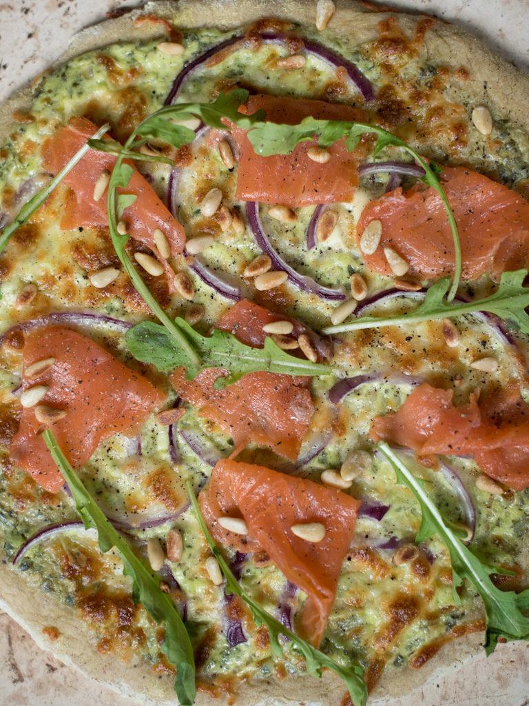 pizza med ramsløk og ørret