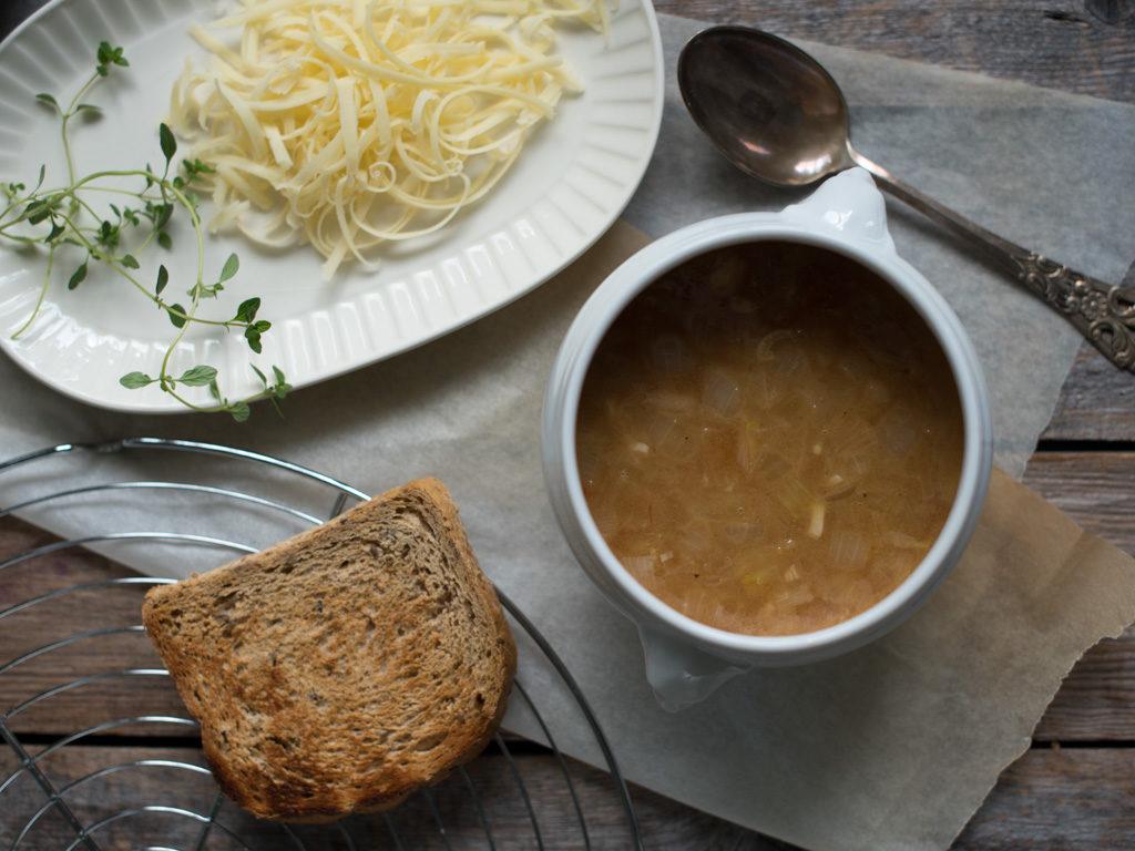 hjemmelaget løksuppe