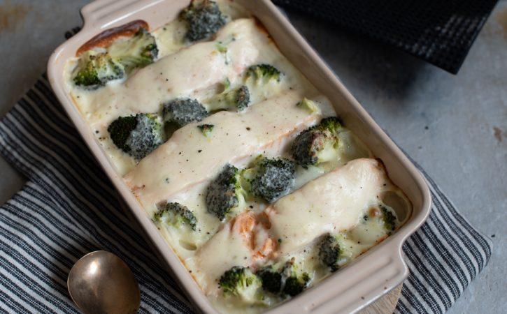 lakseform med parmesansaus og brokkoli