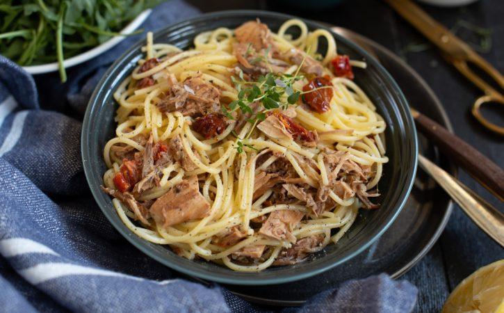 spagetti med kylling og soltørka tomat
