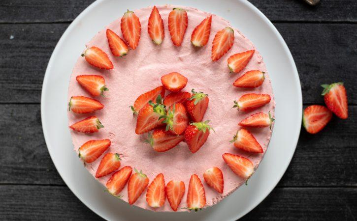 jordbærmoussekake