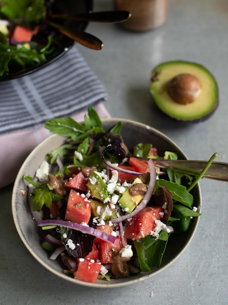 Vannmelon og avokadosalat med tahini-balsamicodressing