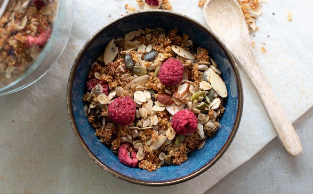 Granola med quinoa og bringebær