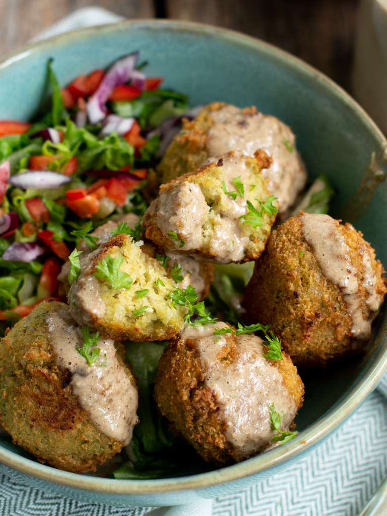 falafel med tahinidresing