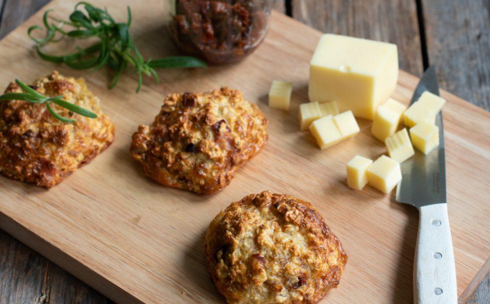 proteinrundstykker med skinke, ost og soltørka tomat