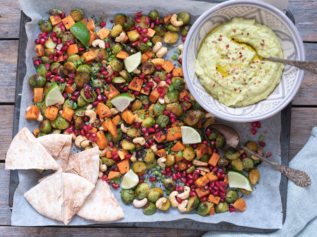vegetarisk langpanne med avokado-hummus