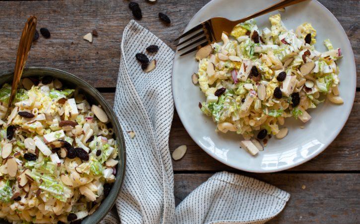 makaroni og kinakålsalat