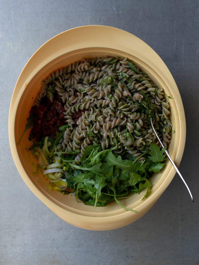 Pestosalat med ramsløkpesto